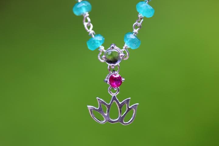 蓮めのうルビー水晶ネックレス