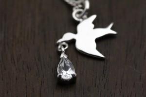 幸せを運ぶ鳥ネックレス