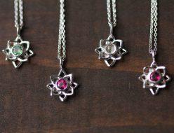 選べる天然石蓮の花シルバーネックレス