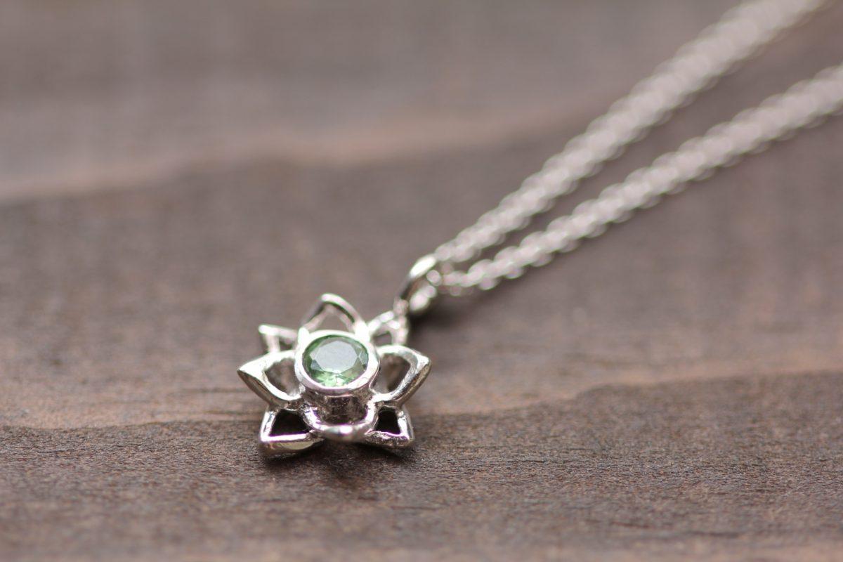 蓮の花グリーンサファイヤ
