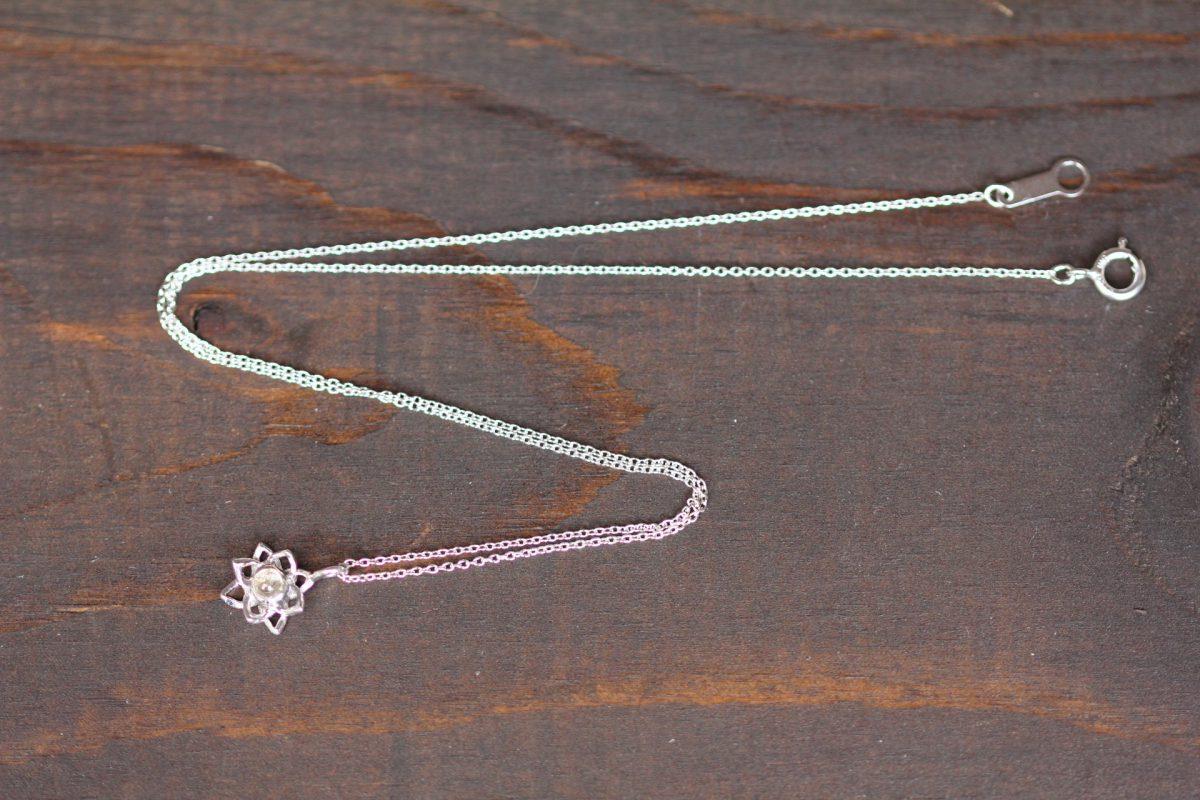 蓮の花SV水晶ネックレス