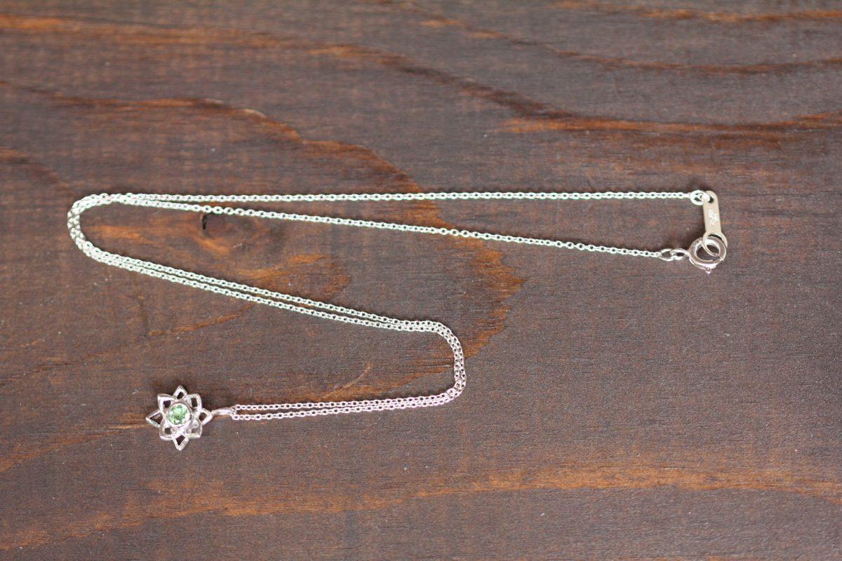 蓮の花SVグリーンサファイヤネックレス