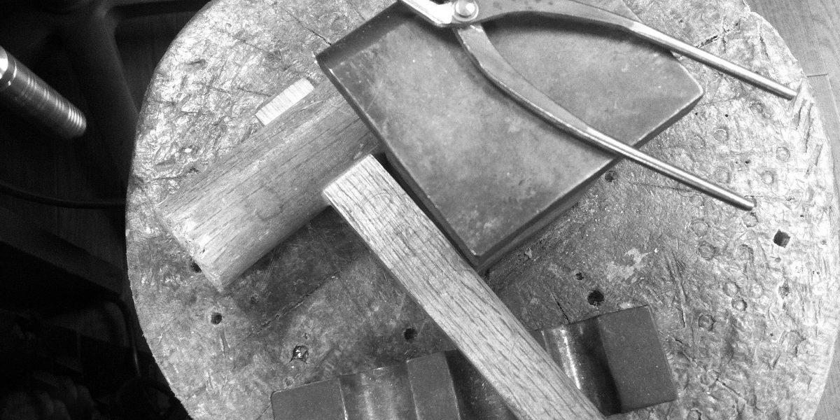 職人による手作りジュエリー