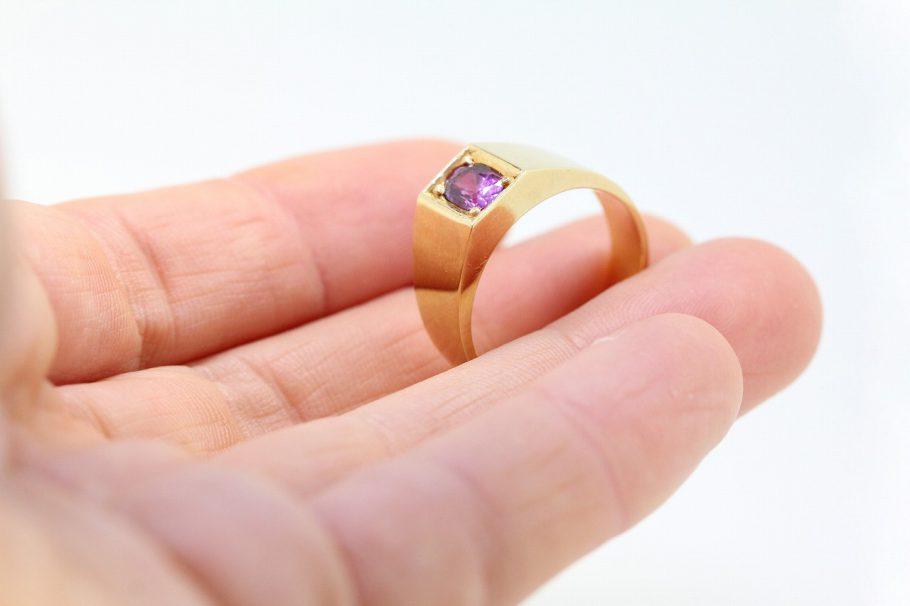 ルビー指輪リフォーム前持ったとこ
