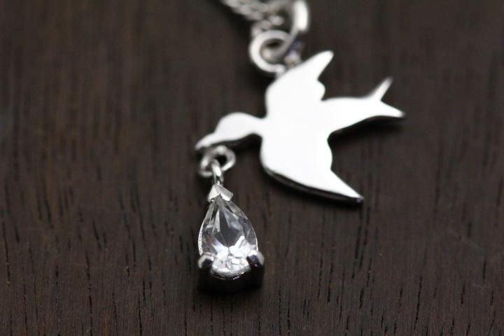 鳥が幸せを運んできたネックレス