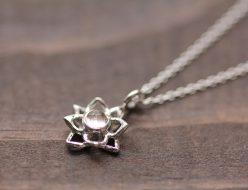 天然石水晶カボション・蓮の花セミオーダー メードシルバーネックレス